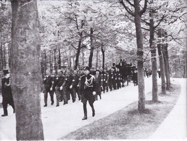 De laatste gang van een illegaal werker 1945.jpg
