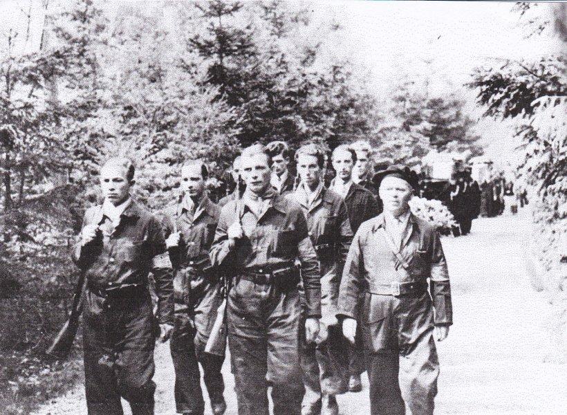 Het vuurpeleton vd NBS 9 mei 1945.jpg