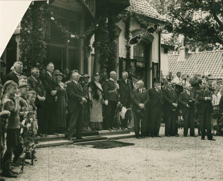 Foto intocht burgemeester Martens gemeentehuis 1 8 1938.jpg
