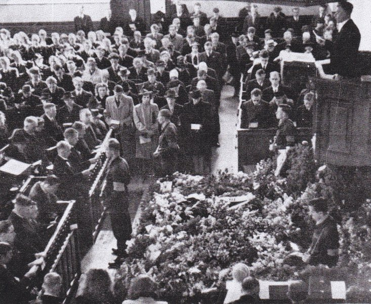 herdenkingsdienst dorpskerk 9 mei 1945.jpg